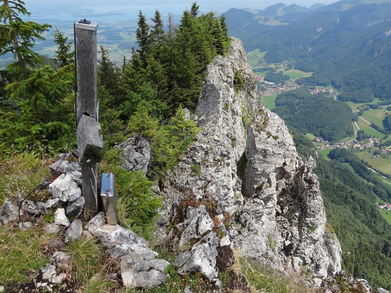 Zellerhorn und Laubenstein: Laubenstein: Der plateauartige Laubenstein ist ein famoser Rast- und Aussichtsplatz. Rechts steht das Zellerhorn. Im Hintergrund ist die Kampenwand zu sehen.