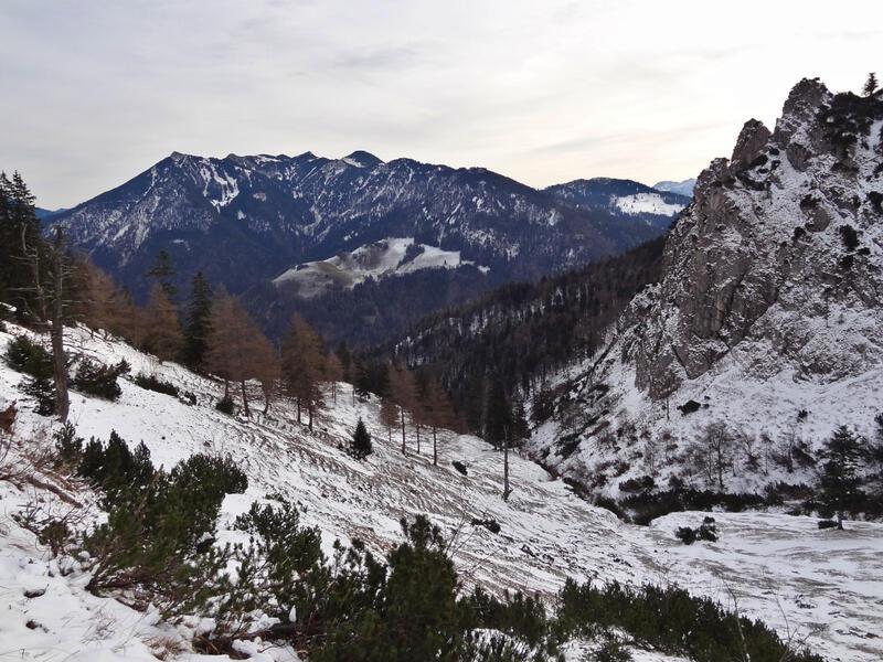 Zinnenberg: Mangfallgebirge: Das Mangfallgebirge mit Rotwand links und Wendelstein rechts.