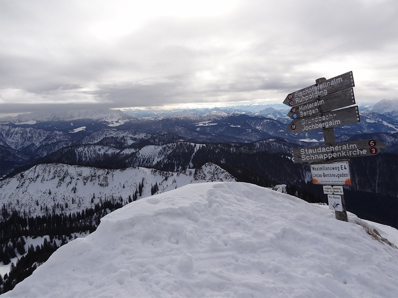 Hochgern über Agergschwendalm: Kurz vorm Gipfel stößt die Route von Süden über die Hasenpoint hinzu. Im Winter sollte man diese aus Rücksicht auf das Wald-Wild-Schongebiet nicht in Betracht ziehen.
