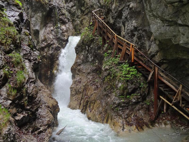 St. Georgenberg und Wolfsklamm: Schloss Tratzberg: Der Schlosshof von Tratzberg ist im Stil der Renaissance gestaltet.