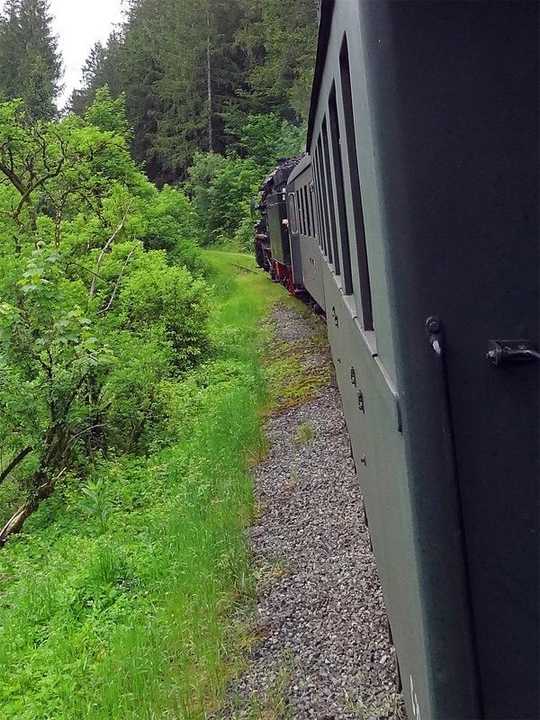 Seeoner Seen und Burghamer Filz: Dampfzug LEO: Gelegentlich setzt die Chiemgauer Lokalbahn LEO von Bad Endorf nach Obing einen Dampfzug ein.