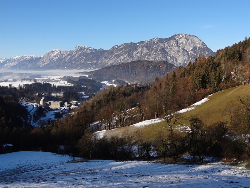 Hochegg und Gamskogel: Pendlingzug: Blick von Köllenberg über das Inntal zum Pendlingzug mit dem wuchtigen Pendling ganz rechts.