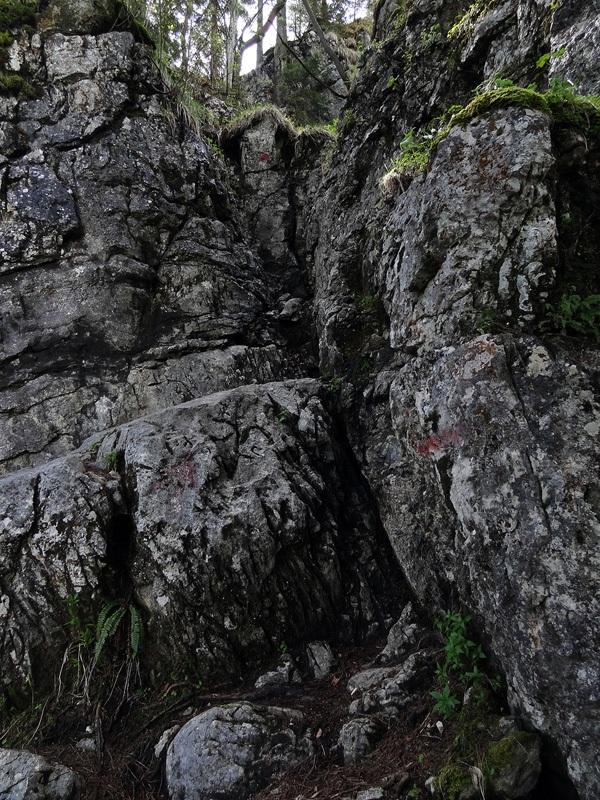 Gedererwand: Durch diesen einfachen Kamin klettert man hinauf zum Roßboden.