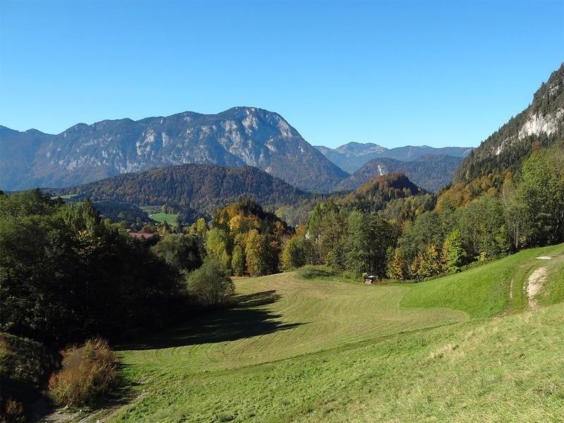 Hintersteiner See und Steinerne Stiege: Pendling: Aussicht vom Parkplatz Walleralm zum Pendling. Kaum zu glauben, dass sich dazwischen das Inntal verbirgt.
