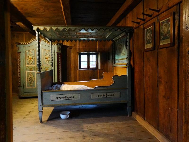 Maisinger Schlucht und Maisinger See: Lochmannhaus: Im Museum Starnberger See kann man das original eingerichtete Lochmannhaus besichtigen.