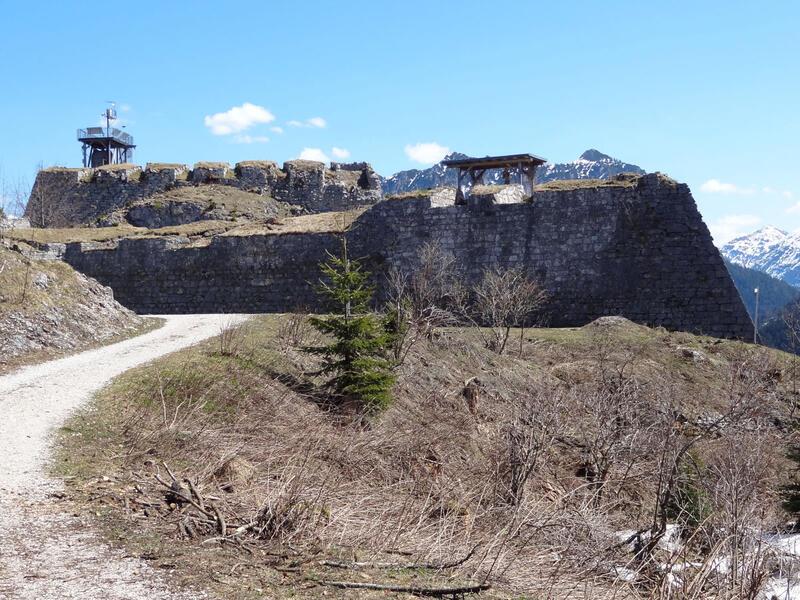 Ruine Ehrenberg und highline179: Festung Schlosskopf: Die massive Festung auf dem Schlosskopf wurde 1741 fertiggestellt und bereits 1782 wieder aufgegeben.