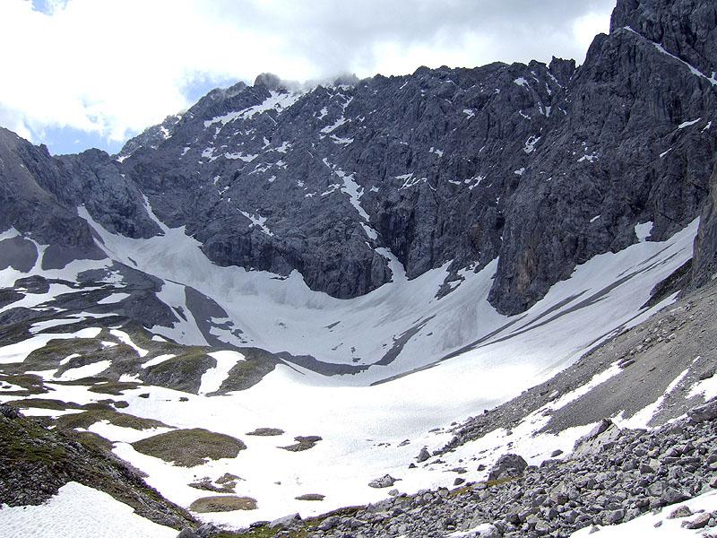 Igelskopf und Hinteres Tajatörl: Igelskar: Im schattigen Igelskar liegt oft bis in den Sommer hinein Schnee.
