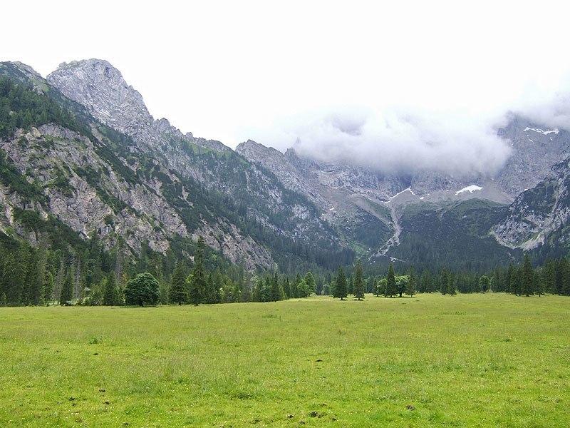 Rappenklammspitze und Wechselkopf: Rohntalboden: Der Rohntalboden erinnert an den großen Ahornboden. Links steht der Torkopf.