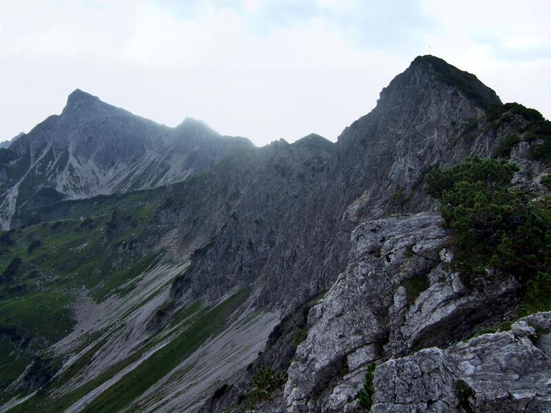 Nebelhorn via Gaisalphorn: Niedereck: Morgenstimmung am Niedereck mit Blick zu Gaisalphorn und Nebelhorn.