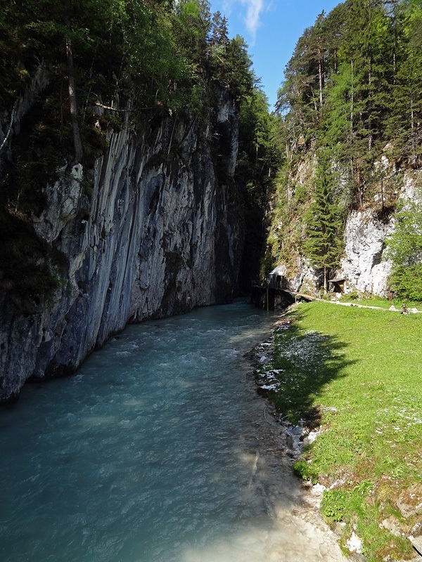 Leutaschklamm, Ederkanzel und Lautersee: Leutaschklamm: Am unteren Ende führt der historische Wasserfallsteig ein Stück in die Leutaschklamm hinein.