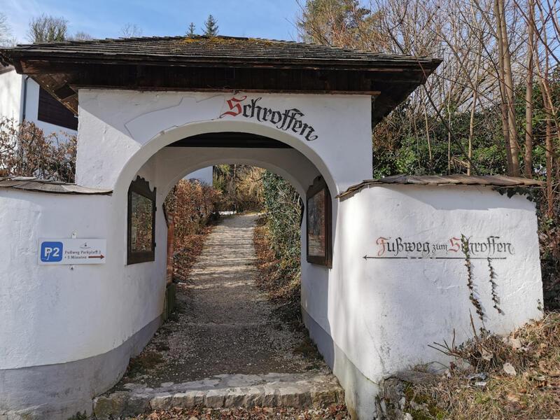 Bürgermeisterhöhe am Müllnerberg: Fußweg zum Schroffen: Gegenüber der Predigtstuhlbahn führt ein Fußweg hinauf zum ehemaligen Gasthaus am Schroffen.
