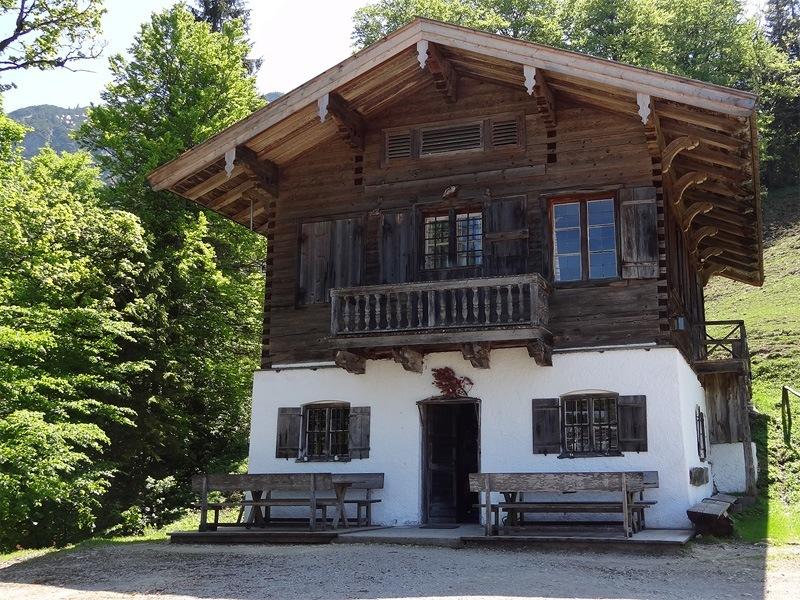 Reitstein und Platteneck: Königsalm: Das herrschaftliche Wohngebäude der Königsalm wurde von Maximilian I. errichtet. Der König soll sich hier gelegentlich aufgehalten haben.