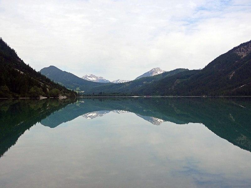 Lichtbrenntjoch: Heiterwanger See: Es ist immer wieder erstaunlich, wie spiegelglatt sich der Heiterwanger See präsentieren kann.