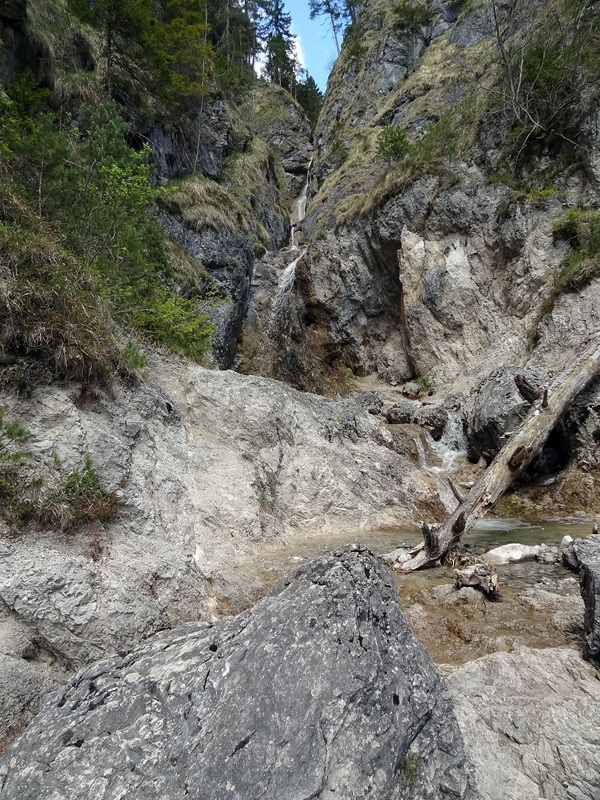 Wank über Eckenberg: Kesselgraben: Wasserfall im Kesselgraben, einem Seitenarm des Faukenbachs.