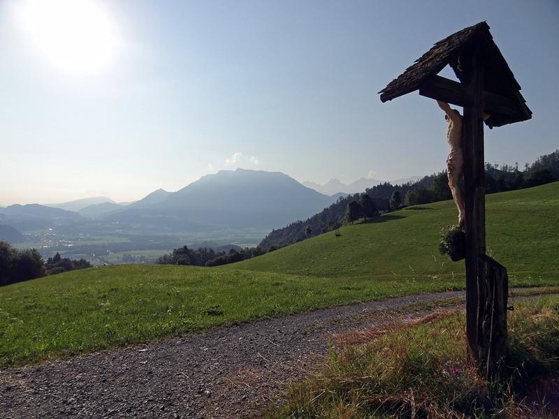 Brünnstein über das Hocheck: Hocheck: Morgendlicher Aufstieg zum Hocheck. Nicht vergessen, hin und wieder zurückzuschauen.