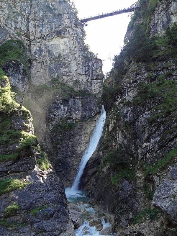 Säuling-Überschreitung: Pöllatfall: Die Marienbrücke überspannt die Pöllatschlucht mit dem eindrucksvollen Pöllatfall.